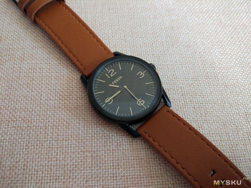 Минималистичные часы Fossil Ledger BQ2305